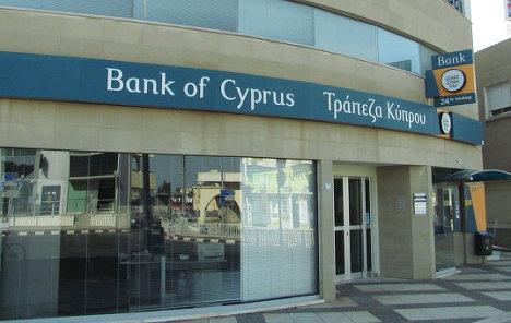 Банк Кипра и медведи в клетке