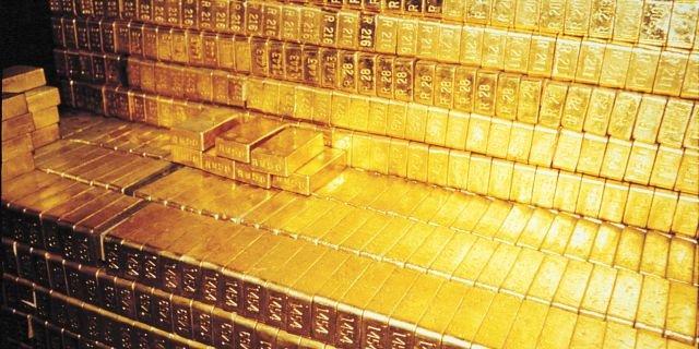 Германия скупает золото