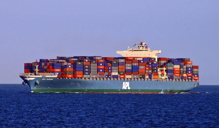 мировая торговля, грузовые суда
