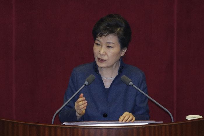 экономические проблемы, отношения с Китаем, Южная Корея, президент