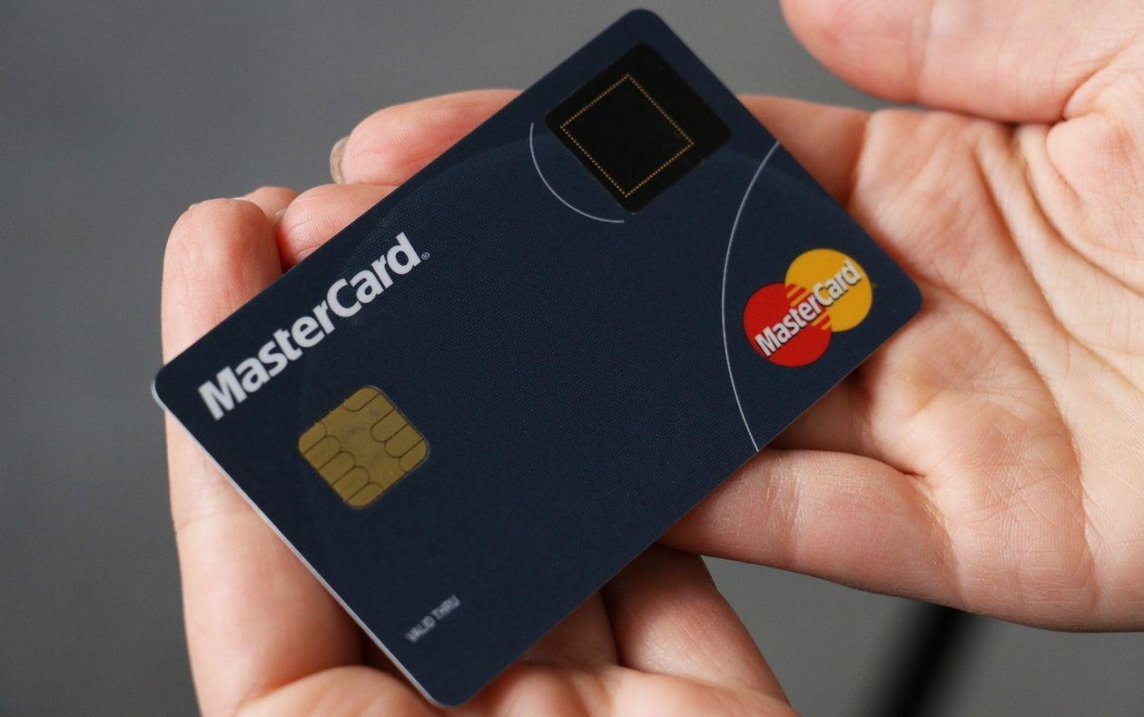 Mastercard, кредитная карта, отпечаток пальца