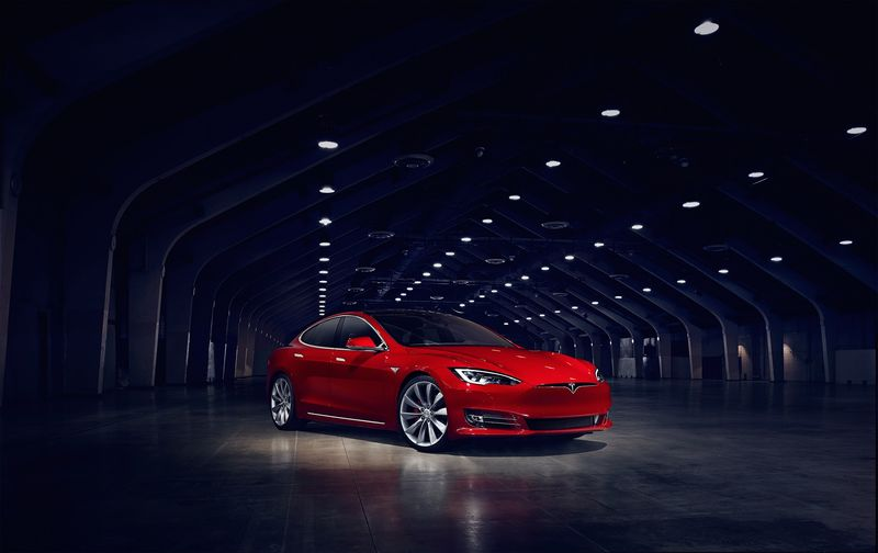 Tesla, тормоз
