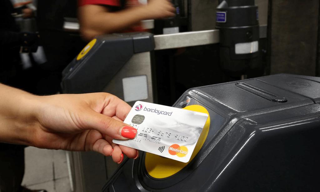 Visa, Master yêu cầu các ngân hàng Nga chỉ phát hành thẻ không tiếp xúc