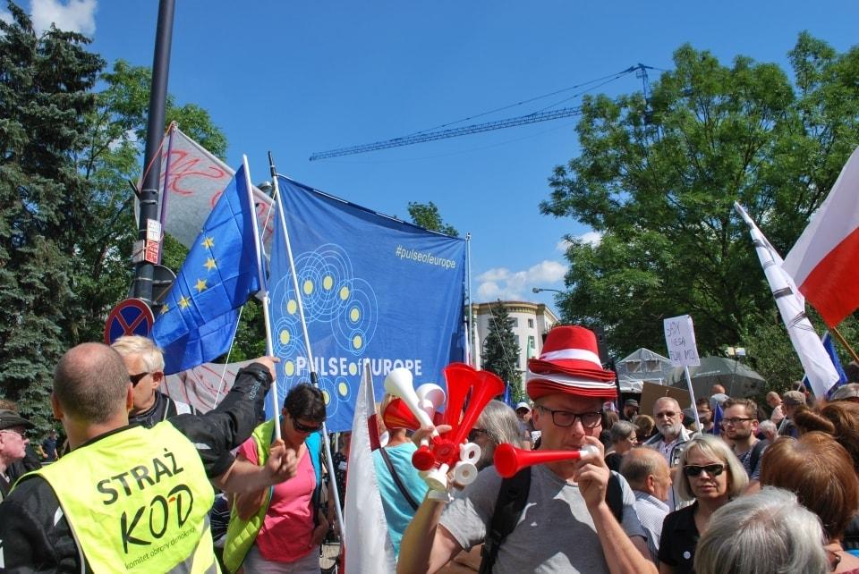 активисты, митинг, Польша, судебная система, парламент, правительство