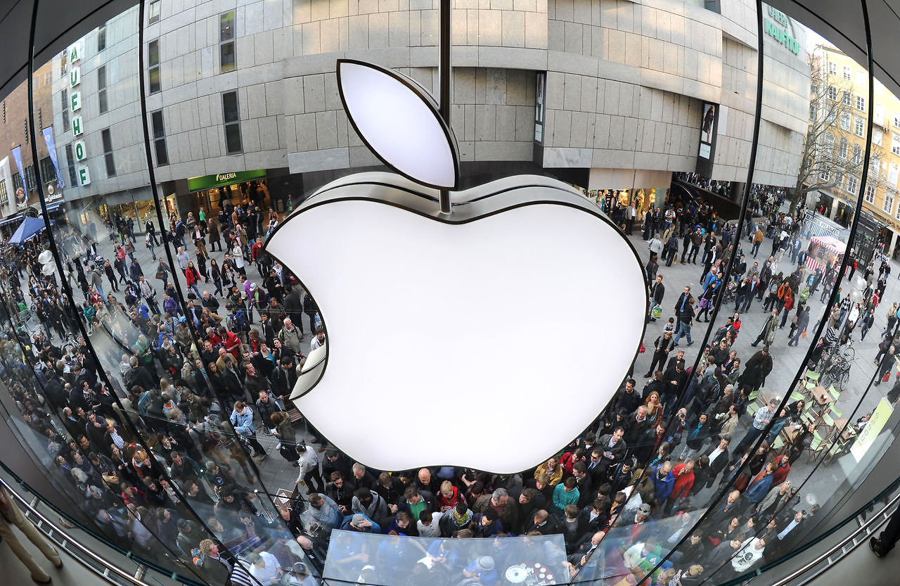 Apple, акции Apple, iPhone