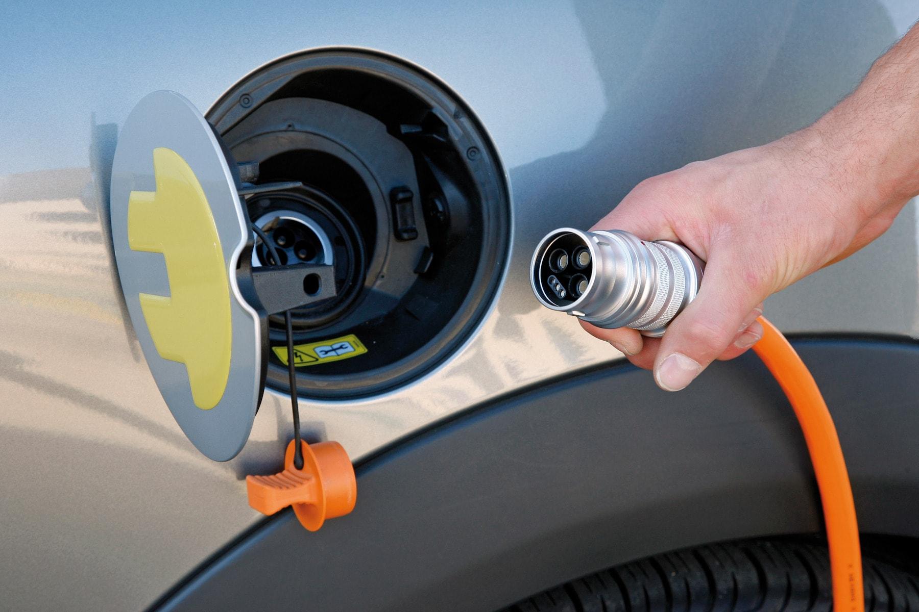 станции для зарядки электромобилей, зарядный пункт, электрокар, электромобиль, автоконцерн