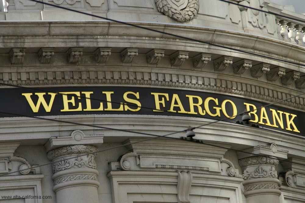 AT&T, Wells Fargo, бонусы, США