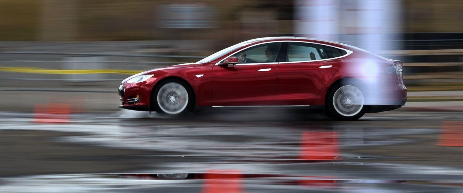Tesla, Комиссия по ценным бумагам и биржам, расследование