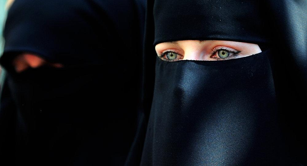 женщины, Саудовская Аравия, разрешение мужчин