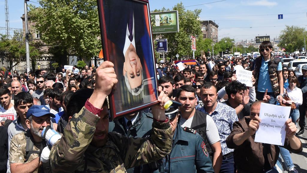 Армения, Серж Саргсян, протесты, Ереван, отставка