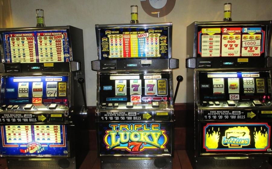 Виртуальные симуляторы одноруких бандитов составляют основу каталогов большинства интернет казино. Играть в онлайн слоты одновременно и интересно, и невероятно выгодно, потому что их статистика выплат в разы лучше статистики выплат классических азартных игр