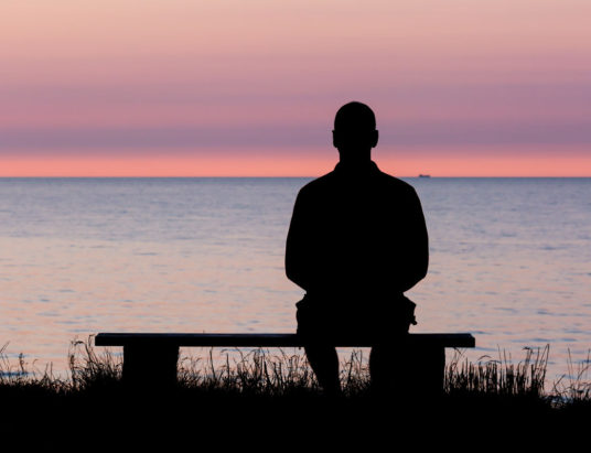 одиночество людей, чувство одиночества, пожилой человек