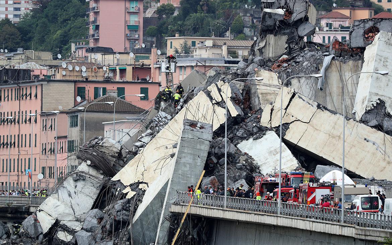 обвал моста, обрушение моста, мост в Италии, мост Генуя