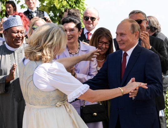 свадьба Карин Кнайсль, что подарил Путин на свадьбе в Австрии, свадьба министра Австрии