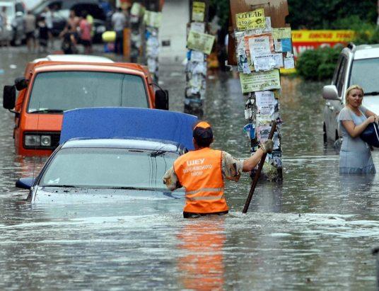 машину залило водой, что делать если машина в воде, затопленные машины, вода в салоне автомобиля, гидроудар двигателя, страховая выплата по ОСАГО