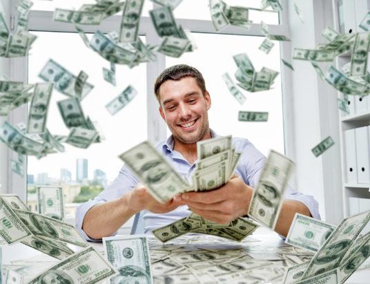 крупный выигрыш в лотерею, как выиграть миллионы в лотерею, как выиграть крупную сумму денег, истории реальных людей