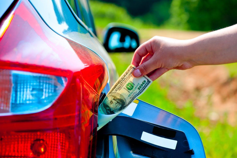 цена на бензин в Украине, цена на топливо в Украине, рост цен на бензин в 2019 году, почему подорожал бензин