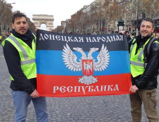 Есть ли связь между желтыми жилетами и правительством России?