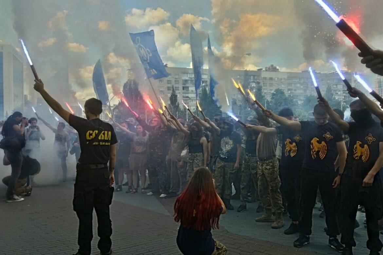 что значит военное положение в Украине, чем грозит военное положение в Украине, что сейчас происходит на Украине, протесты на Украине, ocean plaza