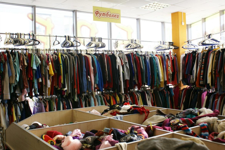 05a677563 ... Украина занимает третью строчку рейтинга стран, импортирующих  наибольшее количество бывшей в употреблении одежды, обуви и текстиля.  Бизнес секонд хенд ...