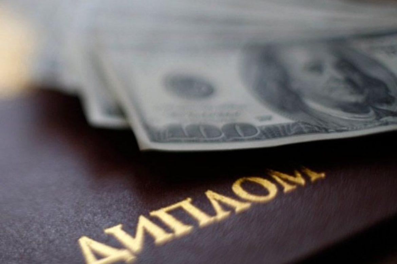 Прикарпатського чиновника упіймали на фальшивому дипломі