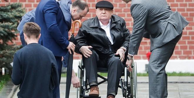 СМИ сообщили, что Михаил Горбачев попал в больницу, и объяснили, сколько ему лет сейчас, в 2019 году
