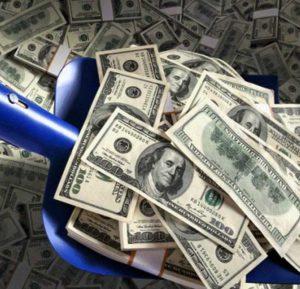 Деньги лопатой