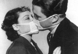 Поцелуй через маски
