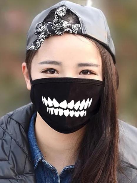 маска с клыками