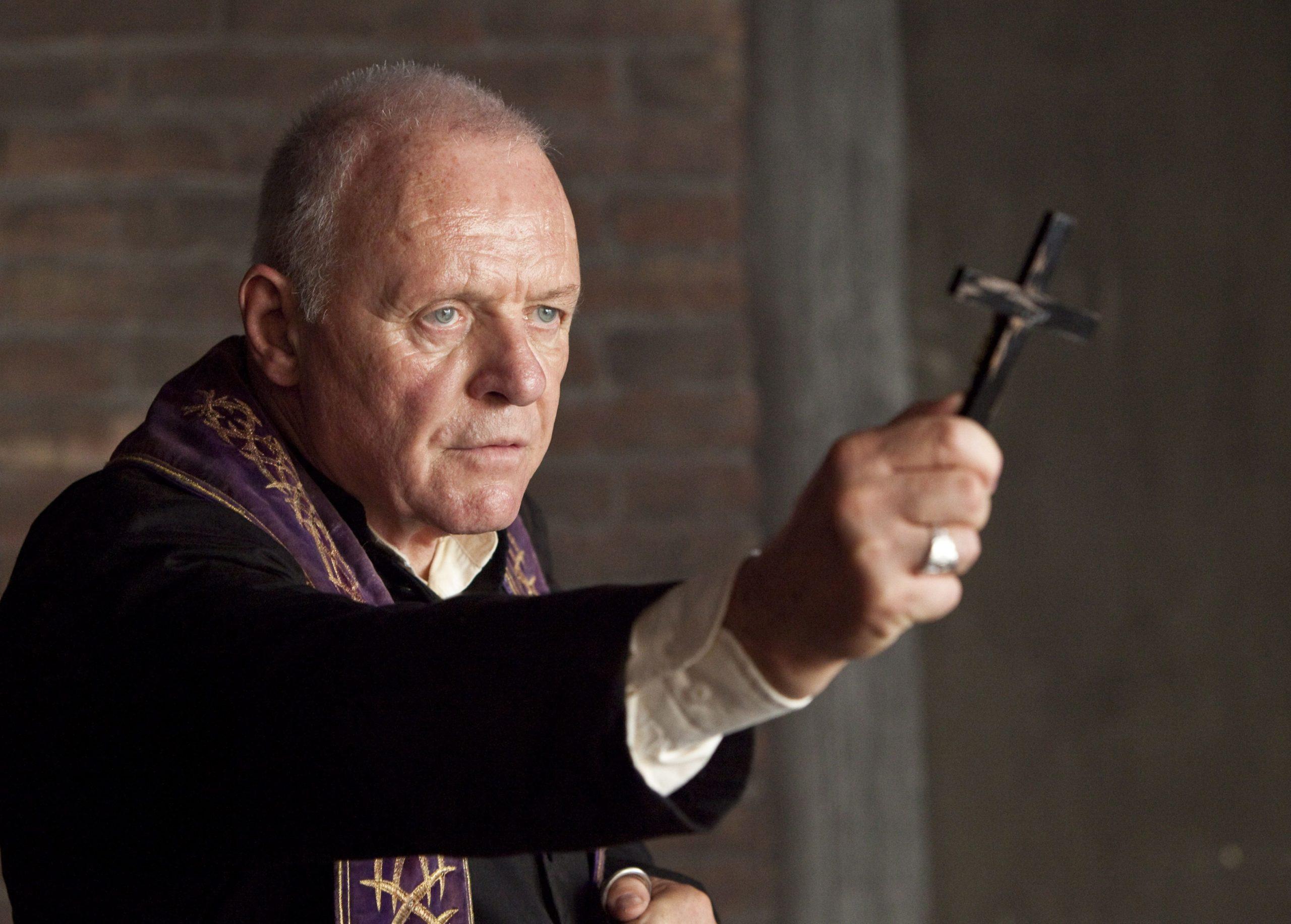 священник в католической церкви