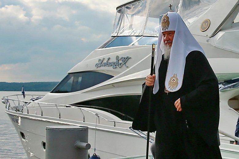 церковнослужитель и яхта