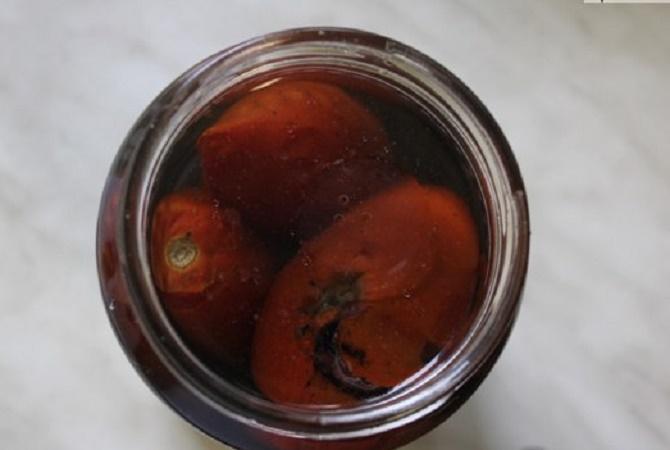 испорченные консервы помидоров