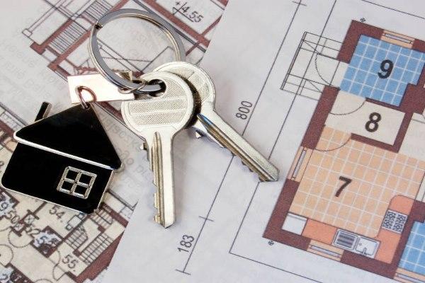 проект дома и ключи от квартиры