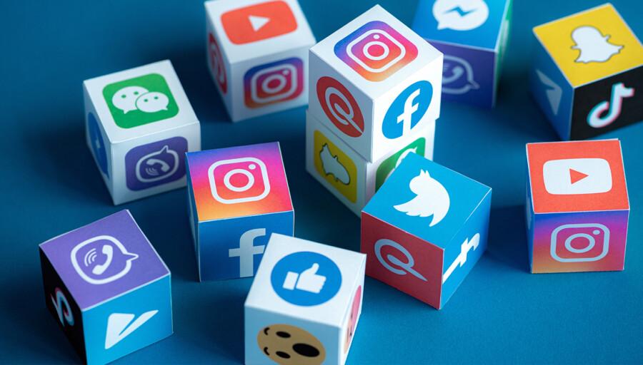 кубики с изображением логотипов популярных соцсетей