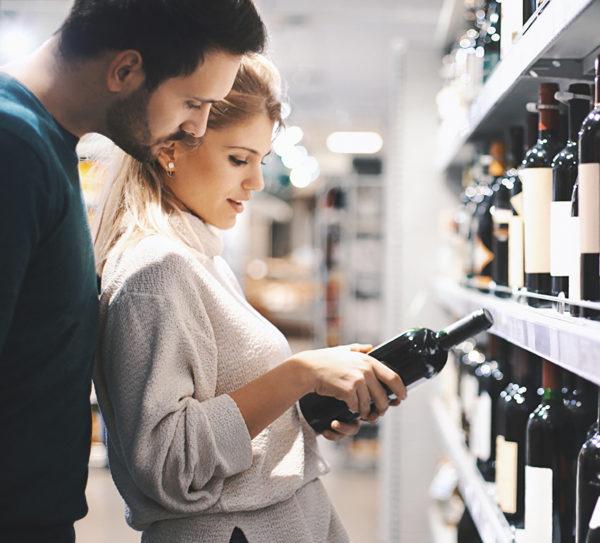 пара выбирает вино