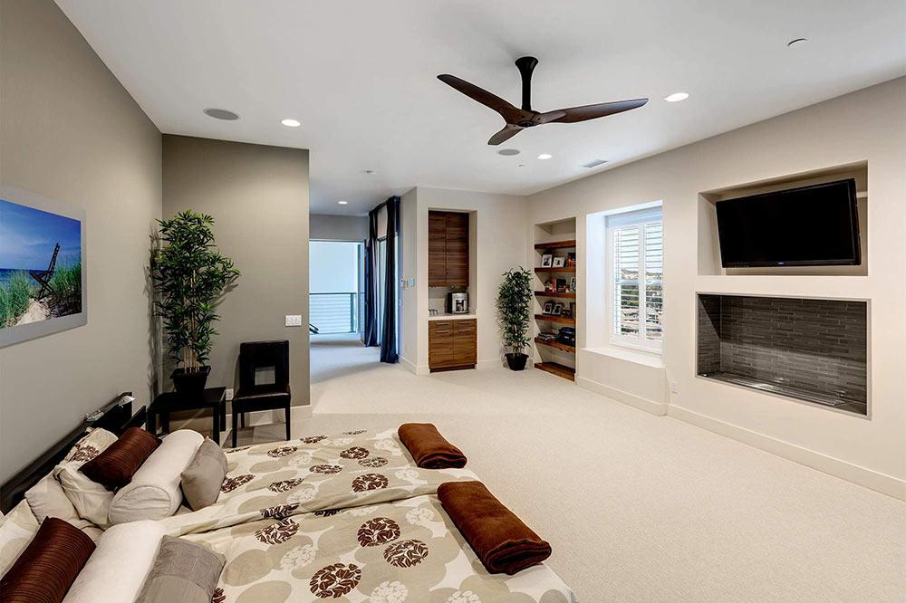 комната с вентилятором на потолке