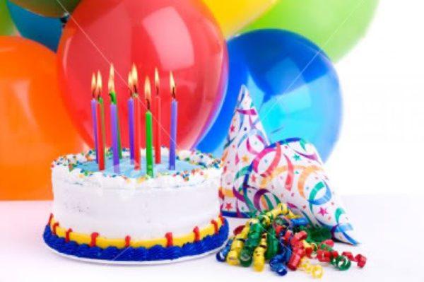 Торт, шарики, свечи, день рождения
