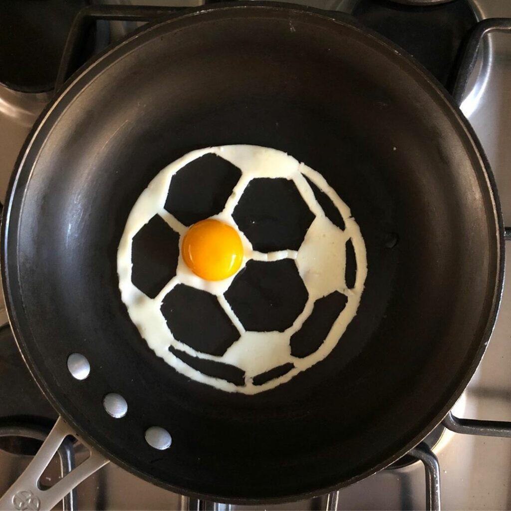 футбольный мяч на сковороде Бальдини