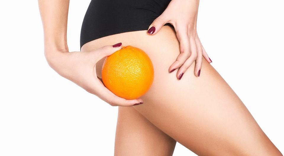 апельсин, приложенный к бедру