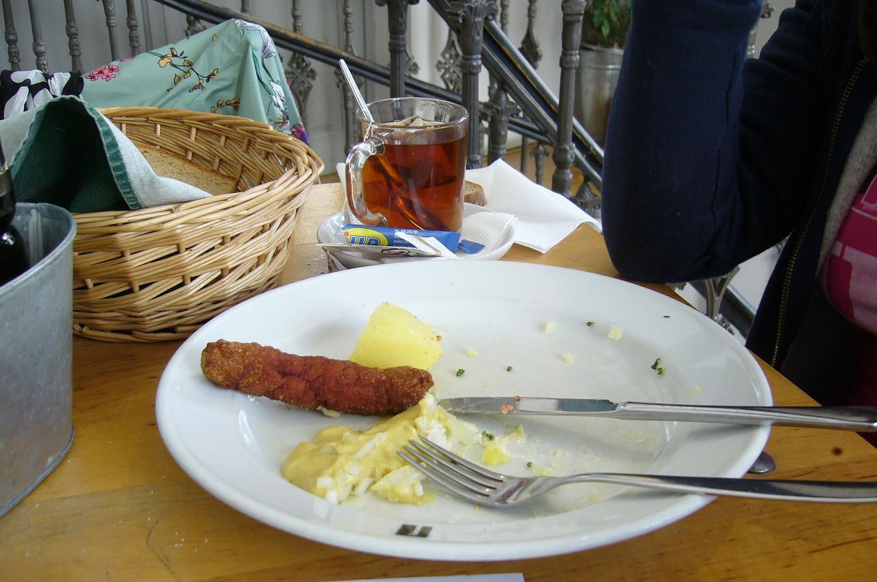 тарелка с недоеденной пищей