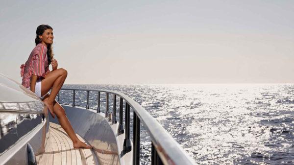 прогулка по морю на яхте