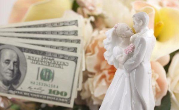 свадебные фигурки и деньги