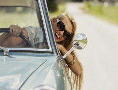 девушка в автомобиле