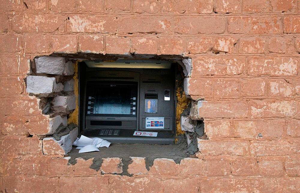 банкомат в стене