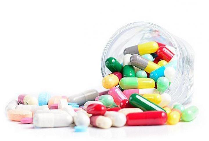 разноцветные таблетки капсулы