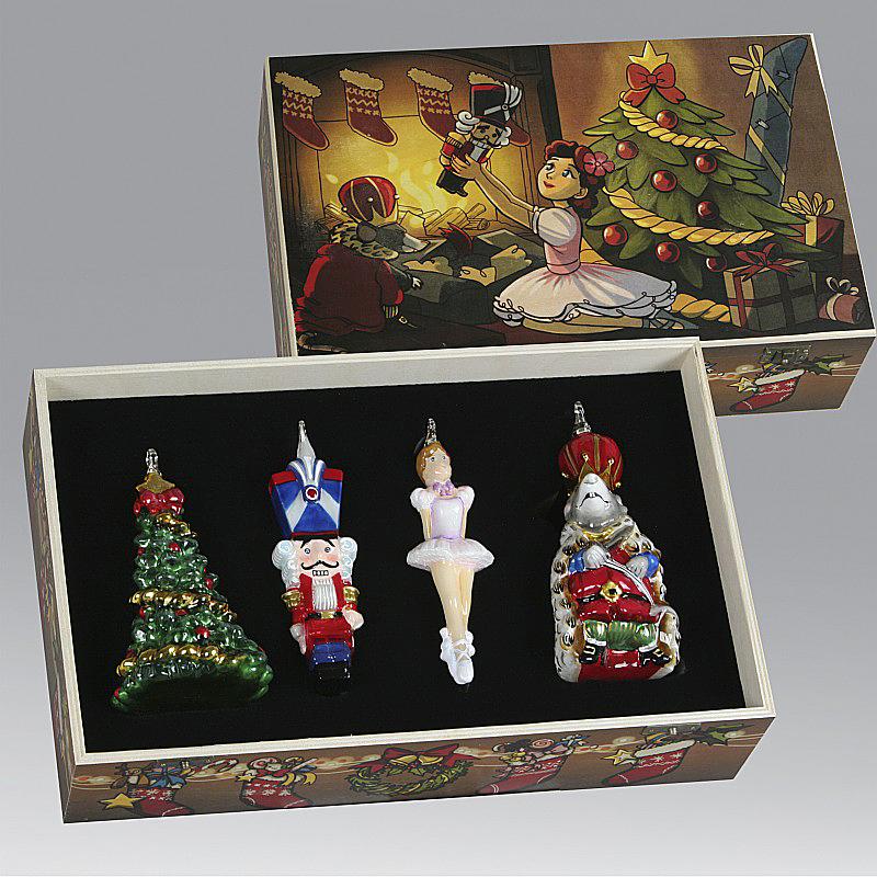 елочные украшения в подарочных коробках
