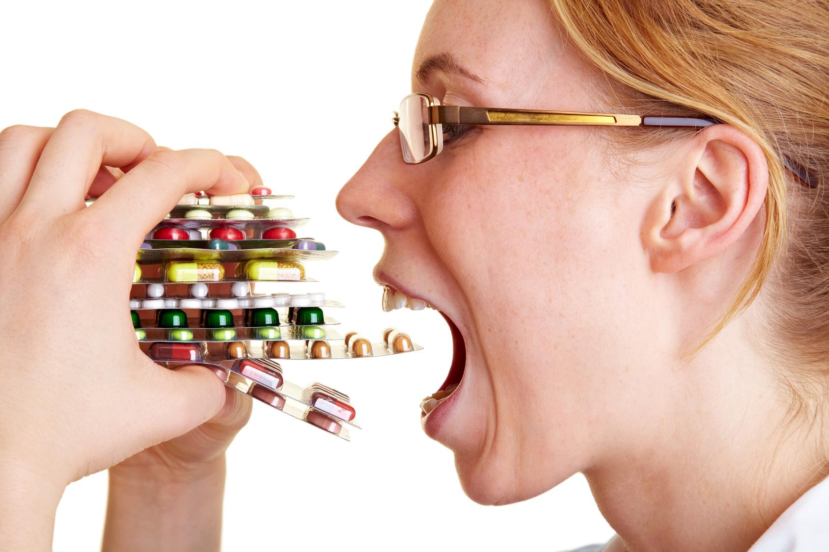 есть таблетки пригоршнями