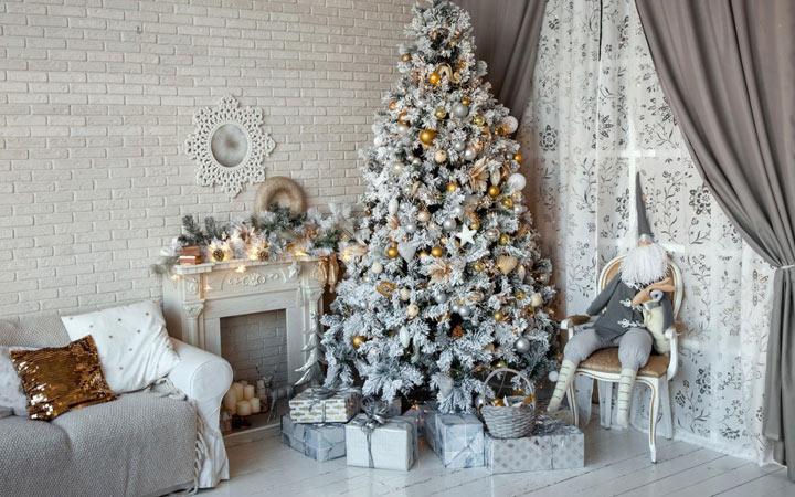 новогодняя елка в бело-серых тонах