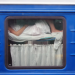 спать в поезде