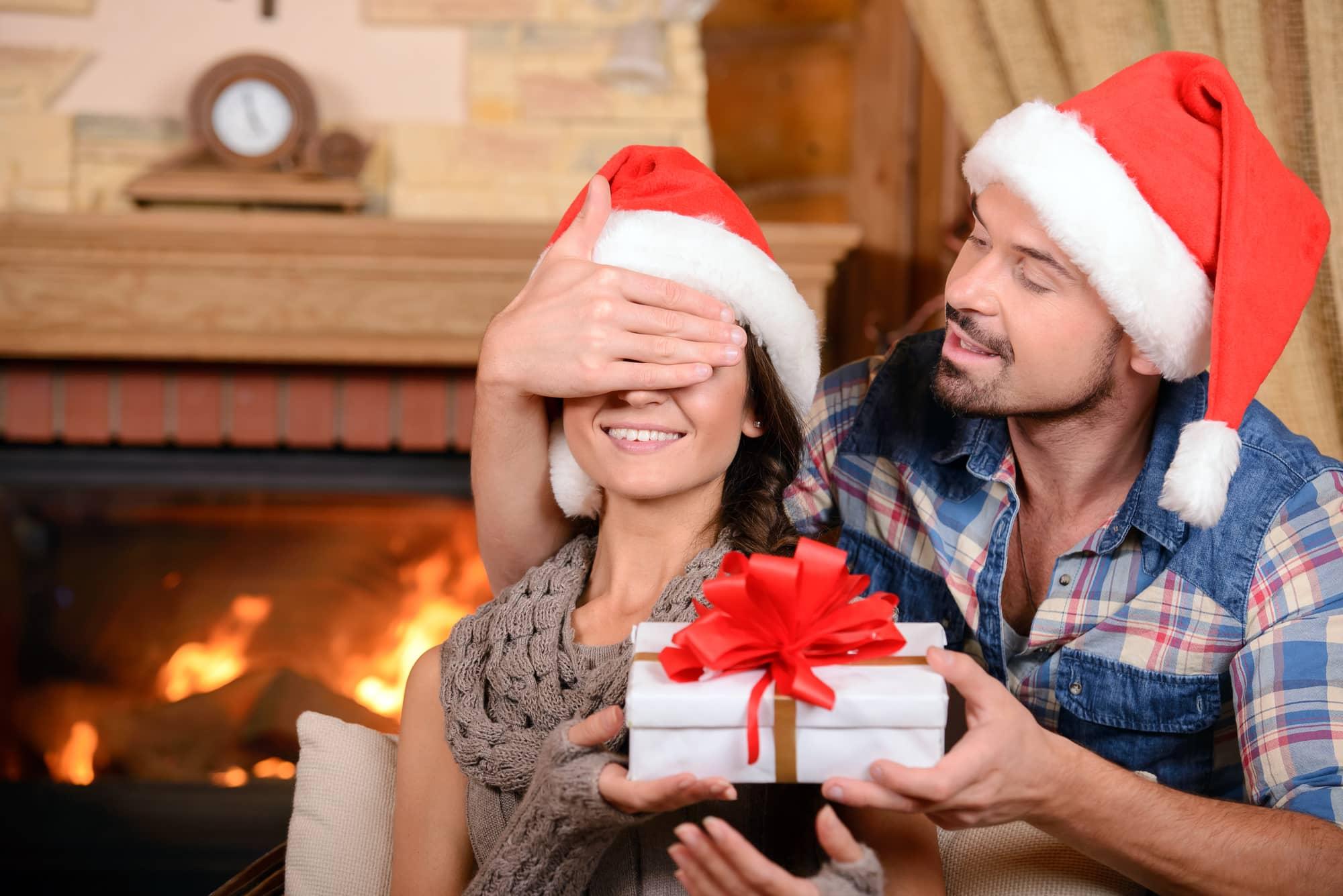 дарить подарок на новый год